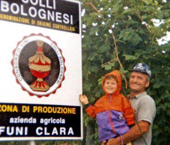 Niccolò Lelli in braccio a Giorgio Rimondi STORIA san lorenzo in collina